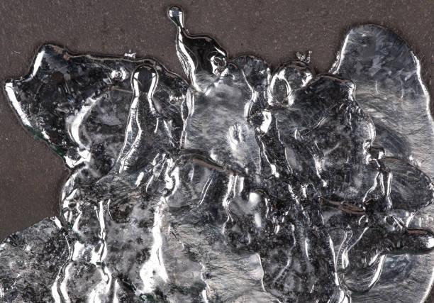 surface du métal en fusion - plomb en métal photos et images de collection