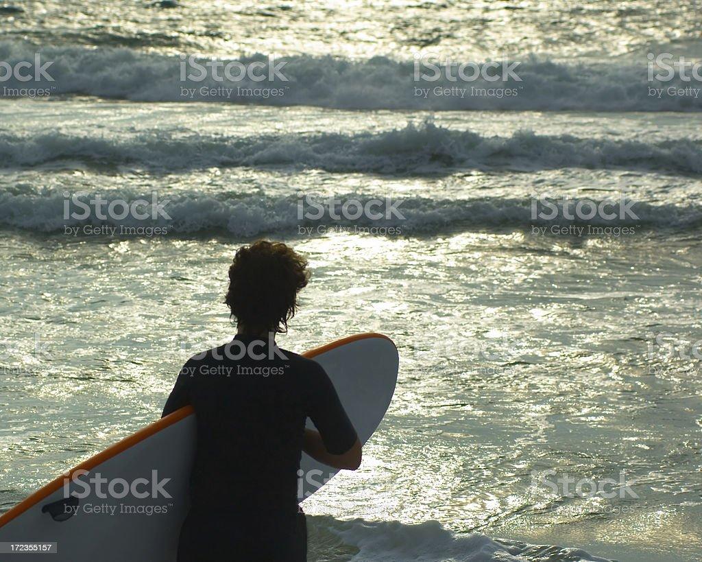 Surfista al amanecer foto de stock libre de derechos