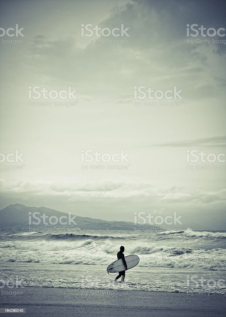 Surfeur de la plage. - Photo