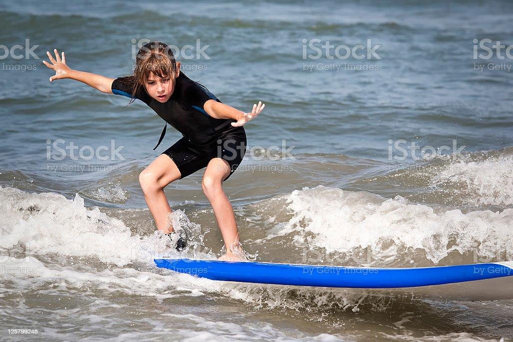 Garota surfista - foto de acervo