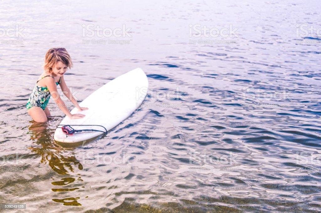 Chica surfista  foto de stock libre de derechos