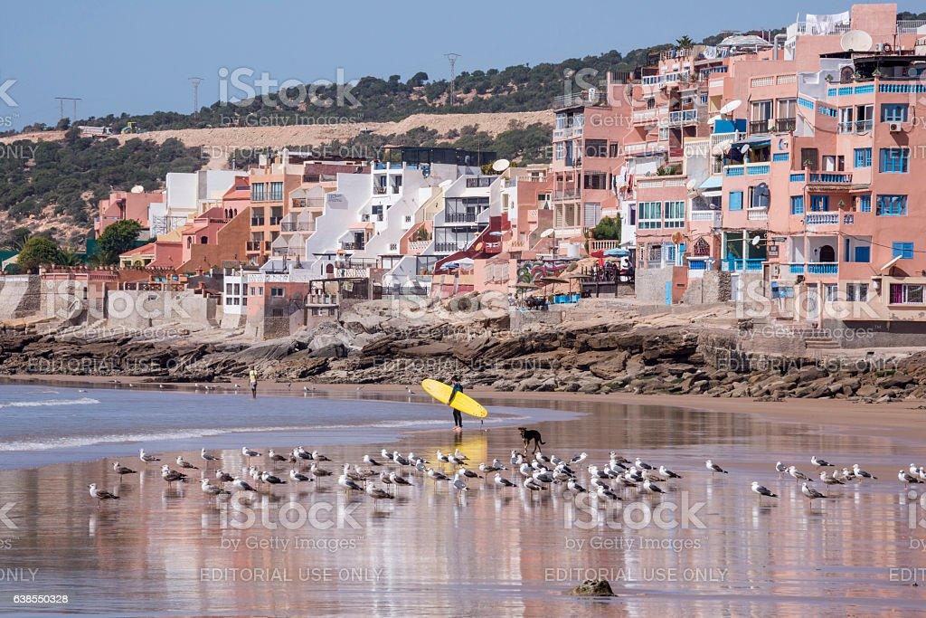 Surfer on Taghazout beach - foto de stock