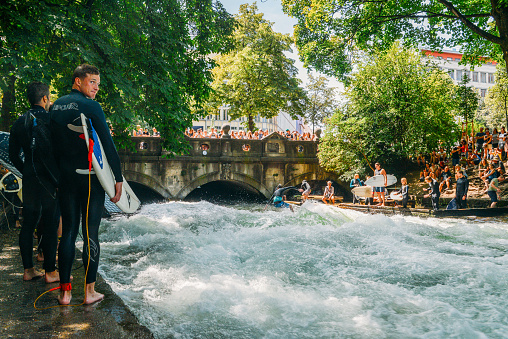 Surfer on the Eisbach in the English Garden with many spectactors