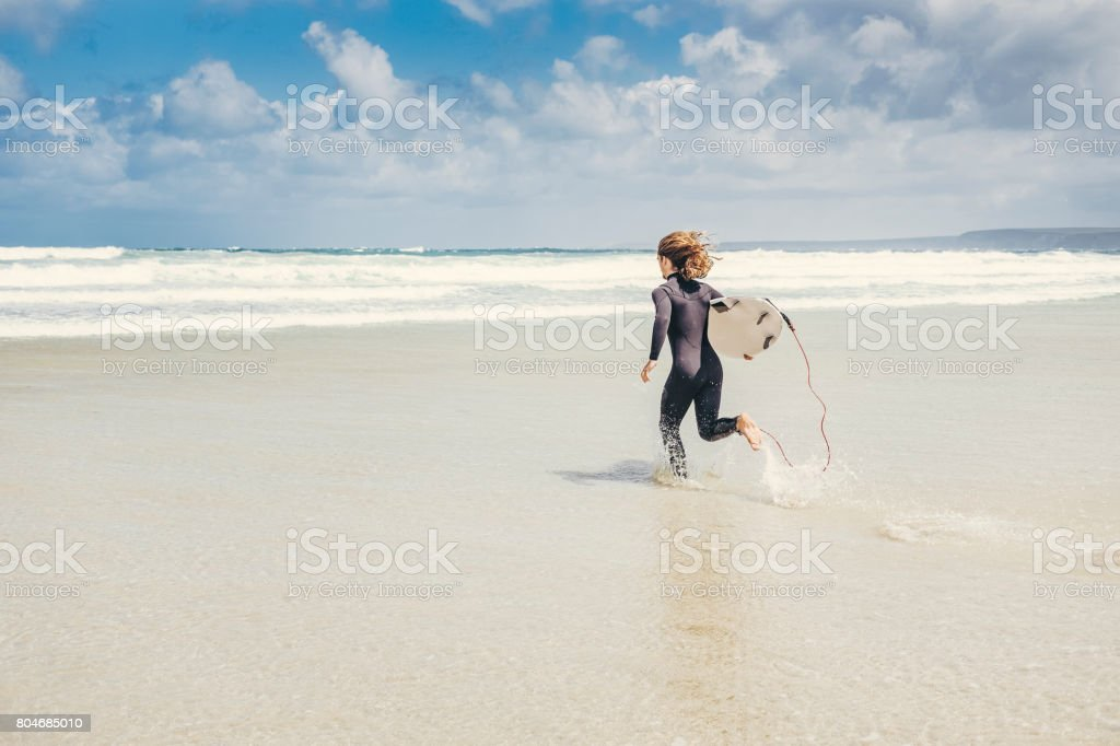 Surfer running into the sea, Newquay, Cornwall - Royalty-free 20-29 Years Stock Photo