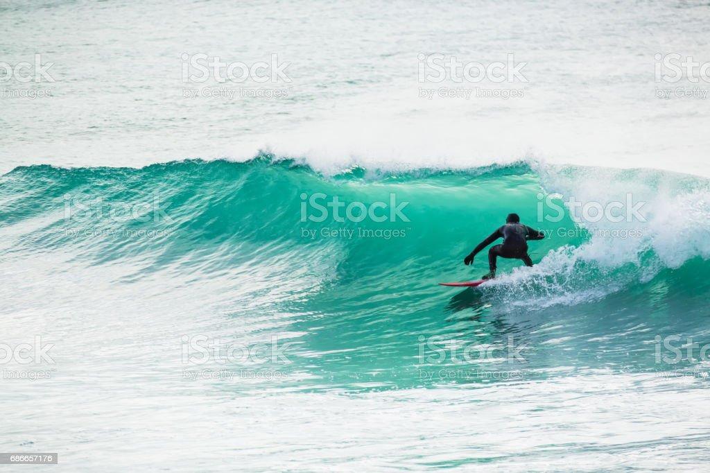 Surfing in turquoise barrel in ocean foto de stock libre de derechos