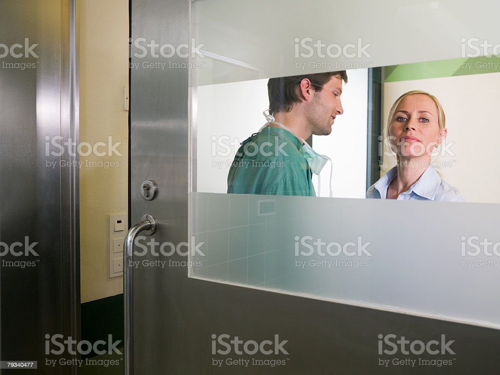 A surgeon and a woman 免版稅 stock photo