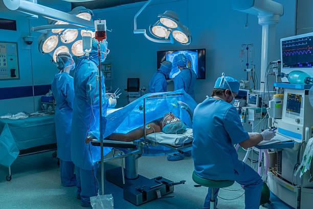 surgeons in operating theatre - ventilator bed stockfoto's en -beelden