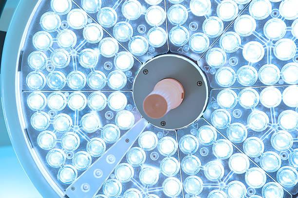 op-lampen in betrieb zimmer - op leuchte stock-fotos und bilder