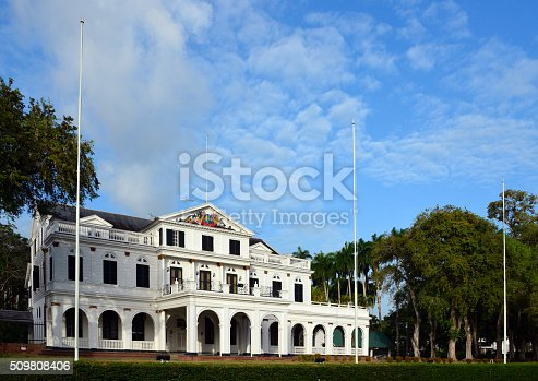 Suriname, Paramaribo: colonial façade of the Presidential Palace on Independence Square / Onafhankelijkheidsplein - 18th century building, also housing the National Assembly of Suriname, the Congress building, the Court of Justice, and the Ministry of Finance - Gouvernementsgebouw - UNESCO world Heritage site of the Paramaribo inner-city - photo by M.Torres