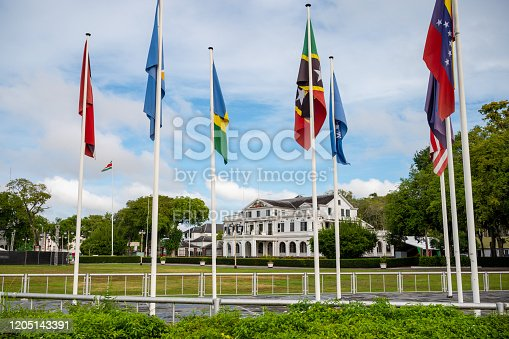Onafhankelijkheidsplein in Parmaribo, capital city of Suriname, with various flags flying in front of the presidential palace