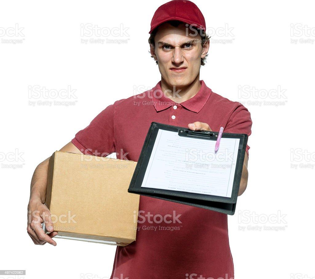 Surly courier em uniformes vermelho com caixa e tablet - foto de acervo