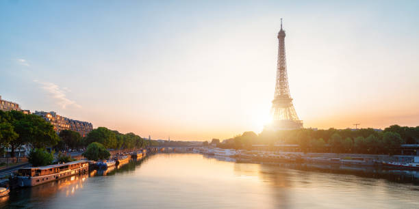 Surnise am EIffel Tower in Pairs – Foto