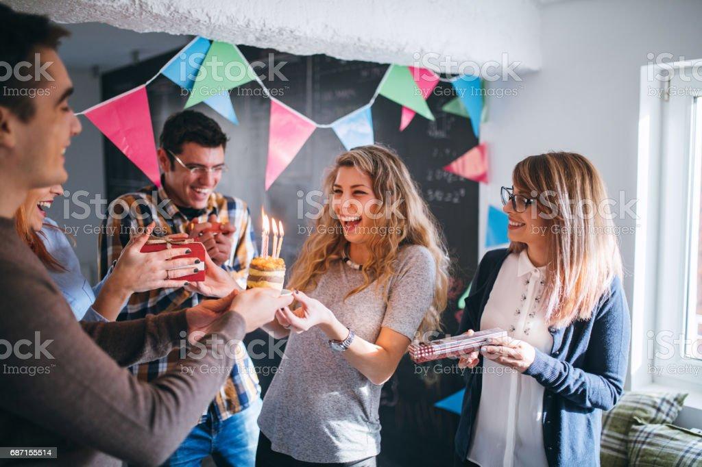 Surprise pour anniversaire sur le lieu de travail - Photo