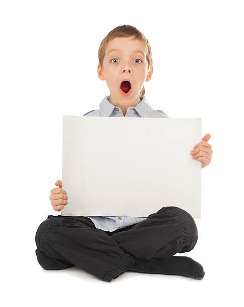 überrascht kind mit leer leer - sprüche kinderlachen stock-fotos und bilder