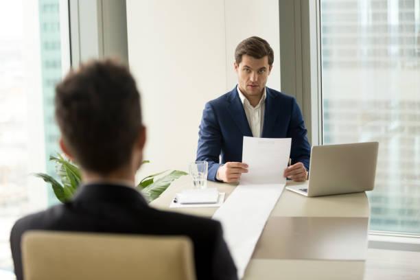 Überrascht Arbeitgeber halten lange fortsetzen, überrascht mit beeindruckenden Karriere Leistungen – Foto