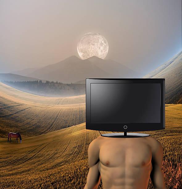 surreal figur in ruhiger landschaft - kostenlos tv stock-fotos und bilder