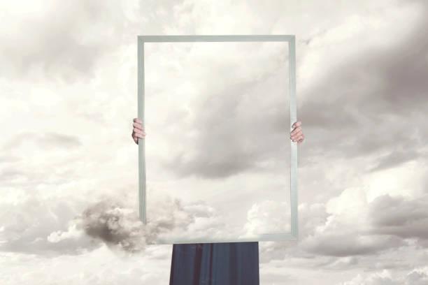 surreale moment einer frau versteckt sich hinter ein bild der wolken gleich die landschaft - abwesenheit stock-fotos und bilder