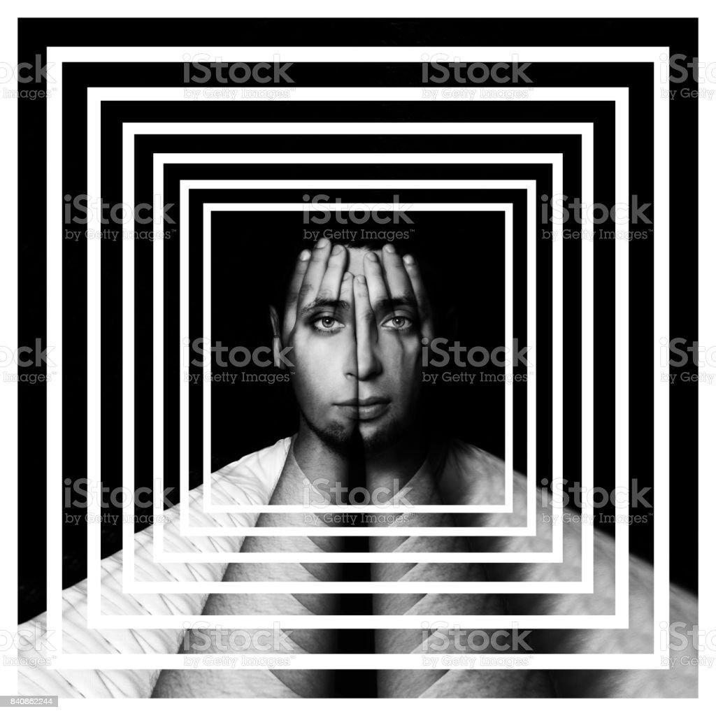 Surreales Porträt eines Mannes über sein Gesicht und seine Augen mit seinen Händen und Gesicht glänzt durch Hände, doppelte Belichtung, Perspektivenraster, Outlook, Perspektive Hintergrund, Labyrinth, Irrgarten – Foto
