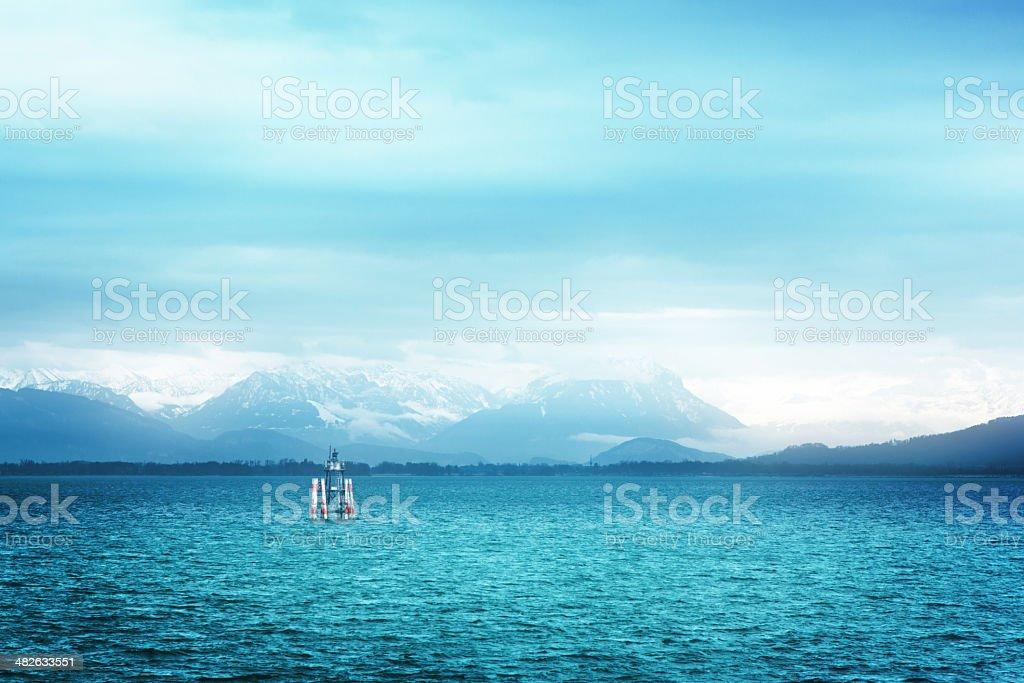 Surreal Ansicht Bodensee mit den Alpen im Hintergrund. – Foto