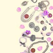 06b1e3447840 ... Surrealismo conjunto de joyería de las mujeres en estilo vintage collar  Cameo Perla pulsera cadena pendientes ...