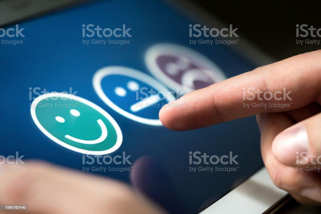 Encuesta, encuesta o cuestionario para investigación de satisfacción de cliente o experiencia de usuario. Concepto de retroalimentación y control de calidad. - foto de stock