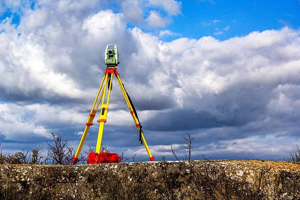 Survey total station - foto de acervo