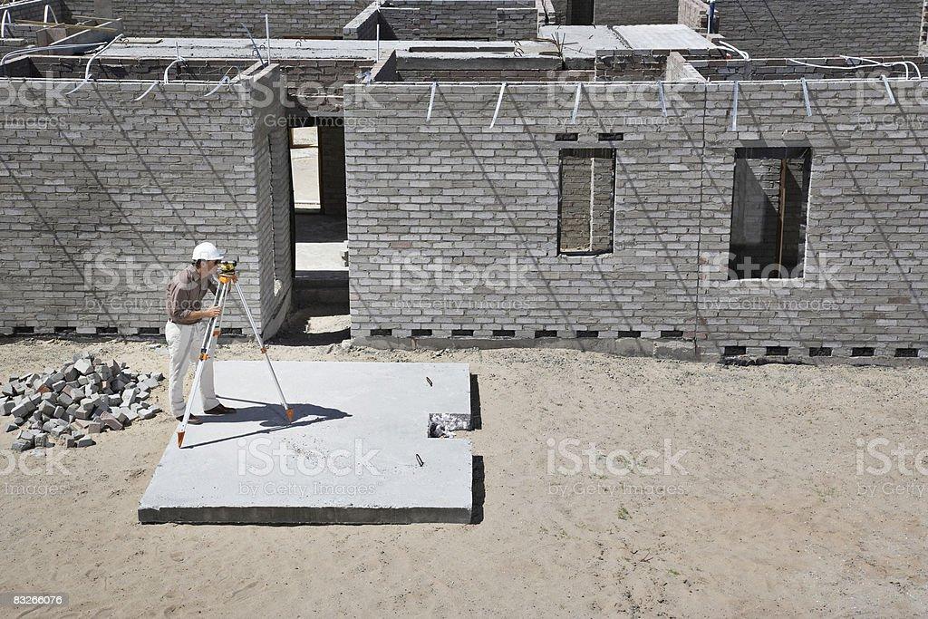 Geodeta Praca w nowy Plac budowy zbiór zdjęć royalty-free
