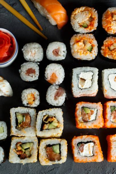 sushi and rolls - philadelphia hähnchen stock-fotos und bilder