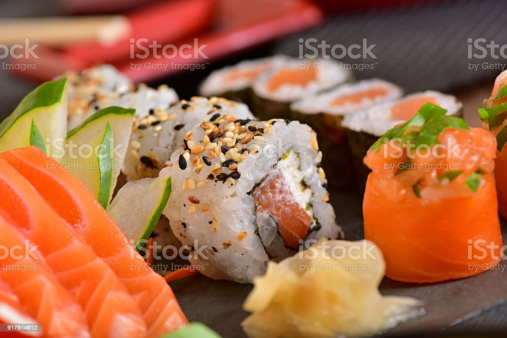 mix de sushis - Photo