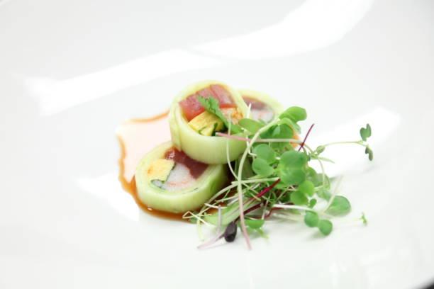 sushi-rolle. - mittagspause schild stock-fotos und bilder