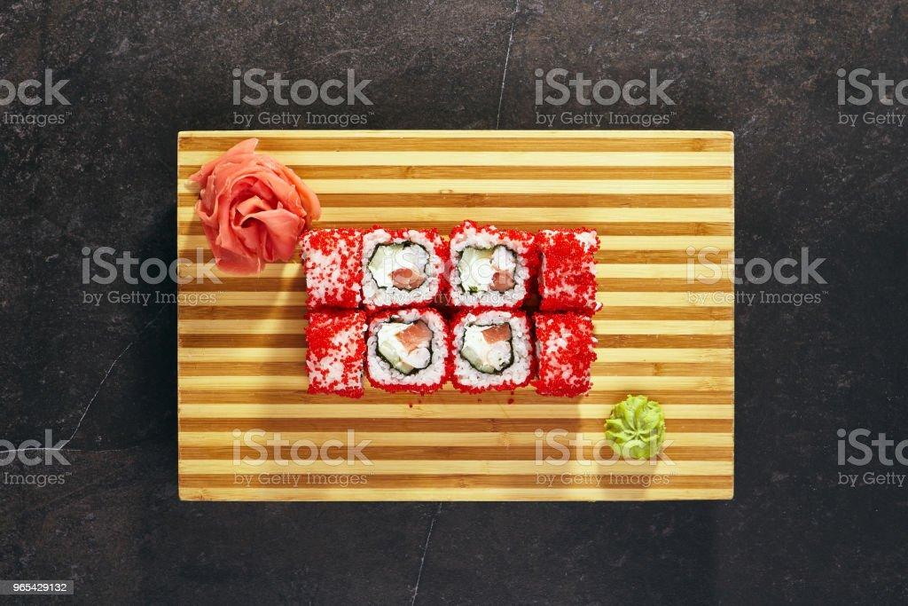 Sushi-Rolle mit Masago - Lizenzfrei Bildhintergrund Stock-Foto