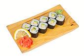 寿司ロールとアボカド白で分離