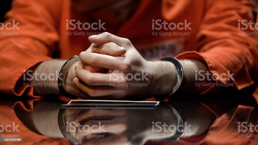 In Handschellen beobachten Foto, Zusammenarbeit mit der Polizei bei der Untersuchung der Verdacht – Foto