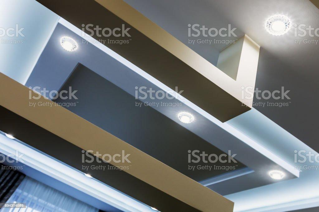 abgehängte Decke und Trockenbau Bau in der Dekoration – Foto