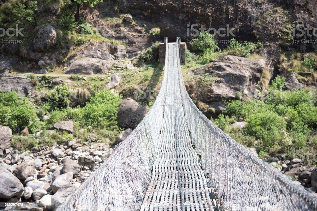 懸索橋沿尼泊爾安納布林電路 免版稅 stock photo