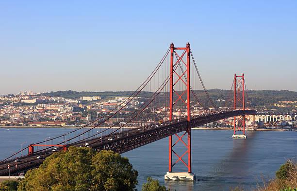 ponte suspensa, lisboa, portugal. - cristo rei lisboa imagens e fotografias de stock