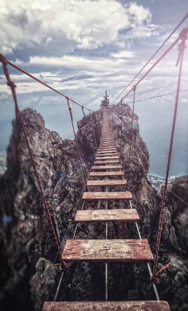 懸架橋 - 逆境 個照片及圖片檔
