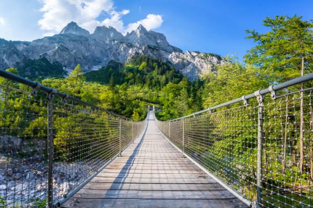 Hängebrücke über den Bergfluss im Alpen - Nationalpark Berchtesgaden – Foto