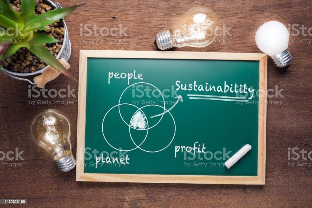 Sustainability Chart - Foto stock royalty-free di Abbigliamento elegante