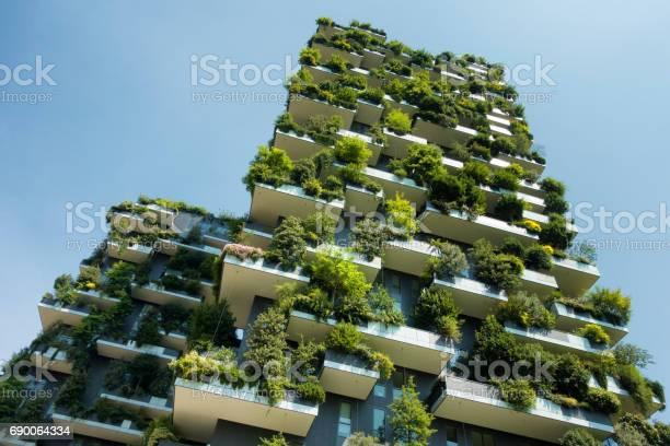 Sustainable green building picture id690064334?b=1&k=6&m=690064334&s=612x612&h=t e3ayy6sql7bxtnzm6exloxc krgcuydgtqau bg2a=