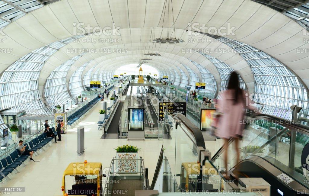 Puerta de salida del aeropuerto de Suvarnabhumi - foto de stock