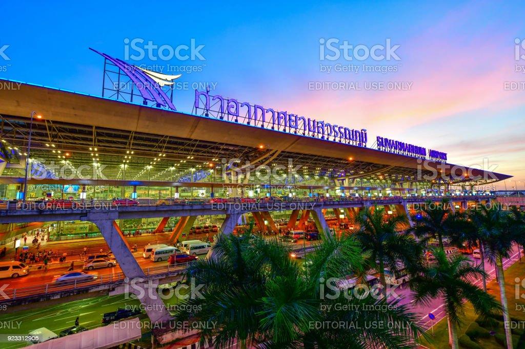 Aeropuerto de Suvarnabhumi en Bangkok, Tailandia - foto de stock