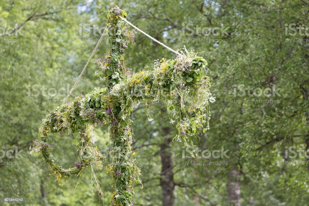 İsveçli direği çiçeklerle kaplı stok fotoğrafı