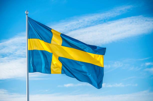 Bandeira nacional sueco em luz do sol - foto de acervo