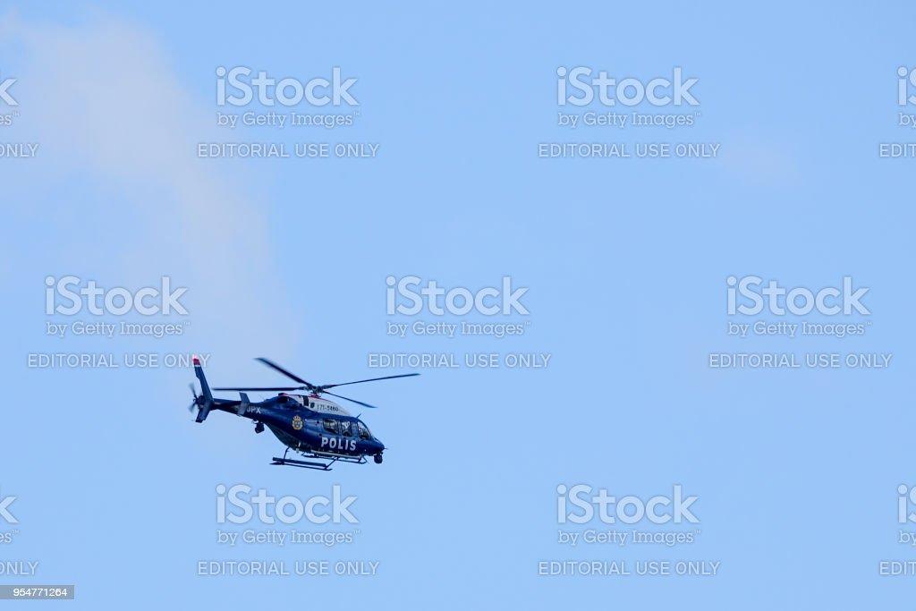 スウェーデンの警察のヘリコプターが離陸ストックホルム アーランダ ...
