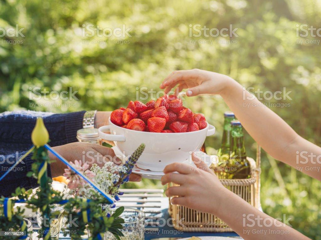 İsveç yaz Midsommar Midsummer kutlama yemeği stok fotoğrafı