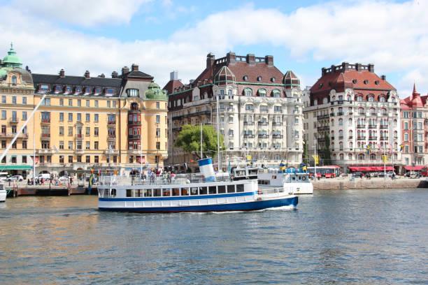 svenska vintage passagerarfartyg med en skorsten - ferry lake sweden bildbanksfoton och bilder