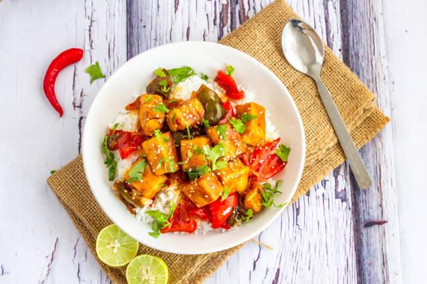 sweet en sour tofu - tofoe stockfoto's en -beelden