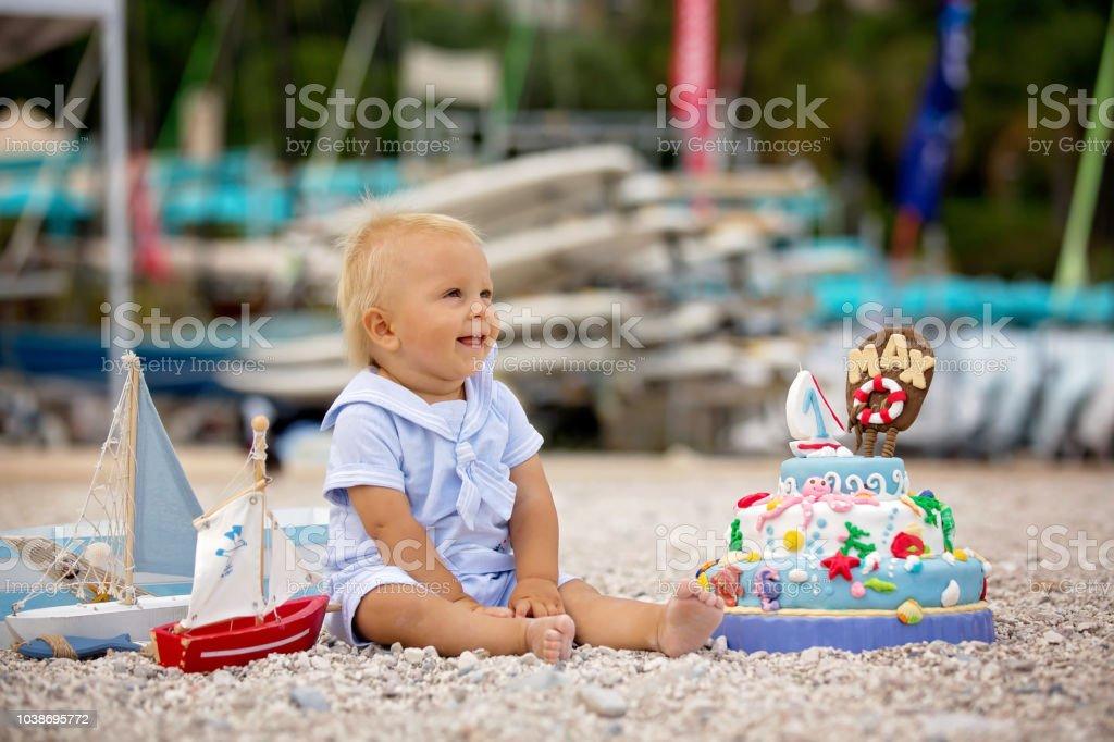 Susses Baby Boy Feiert Ersten Geburtstag Mit Meer Thema Kuchen Und