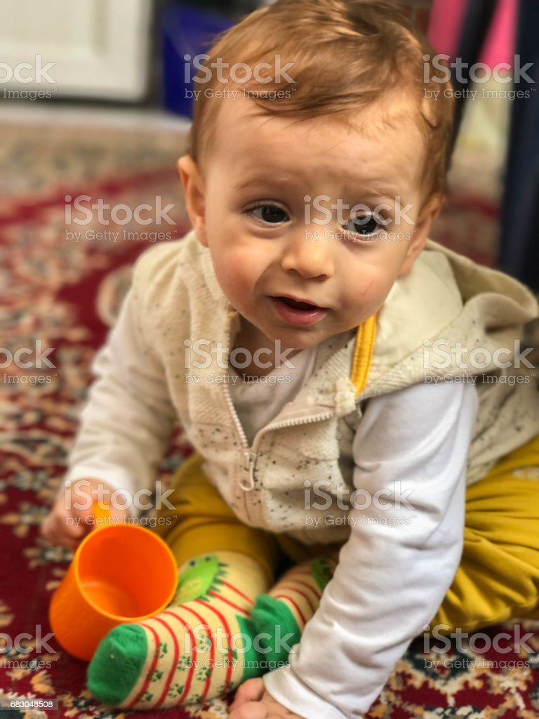 Sweet baby playing toys cup foto de stock royalty-free